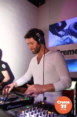 Howard DJing au creme 21 en Allemagne 19-02-2011 684242010vi