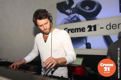 Howard DJing au creme 21 en Allemagne 19-02-2011 689445016vi