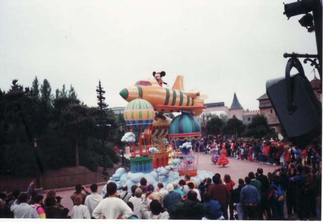 Anciens spectacles et parades de Disneyland Paris - Page 4 695320Jun29_15