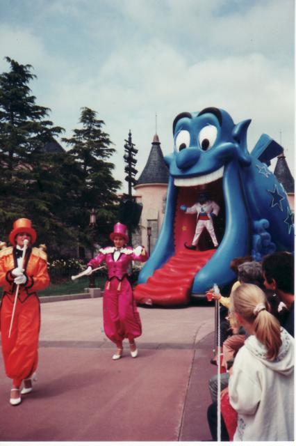 Anciens spectacles et parades de Disneyland Paris - Page 4 701606Jun29_14