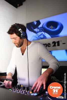 Howard DJing au creme 21 en Allemagne 19-02-2011 702896008vi
