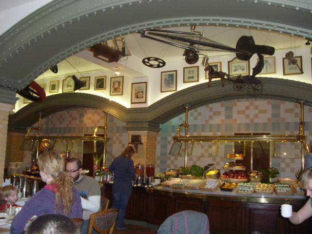 [Disneyland Paris] Premier séjour au DLH (31 janv.-2 fév. 2011) + un anniversaire inoubliable ! - Page 4 705798173