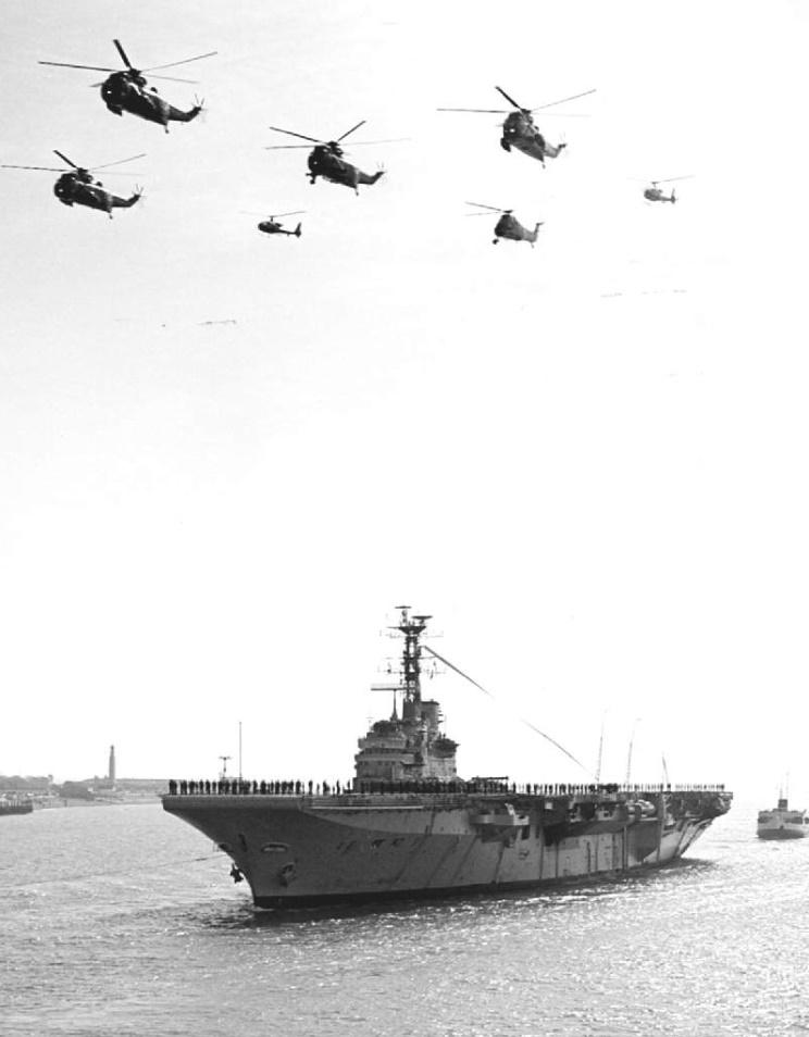 ROYAL NAVY PORTE-AVIONS CLASSE CENTAUR 741750HMS_Bulwark_desarmement_1981