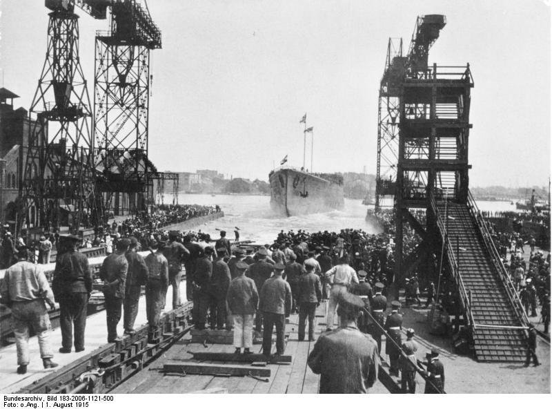 ALLEMAGNE CROISEURS DE BATAILLE CLASSE DERFFLINGER 755283SMS_Hindenburg_lancement