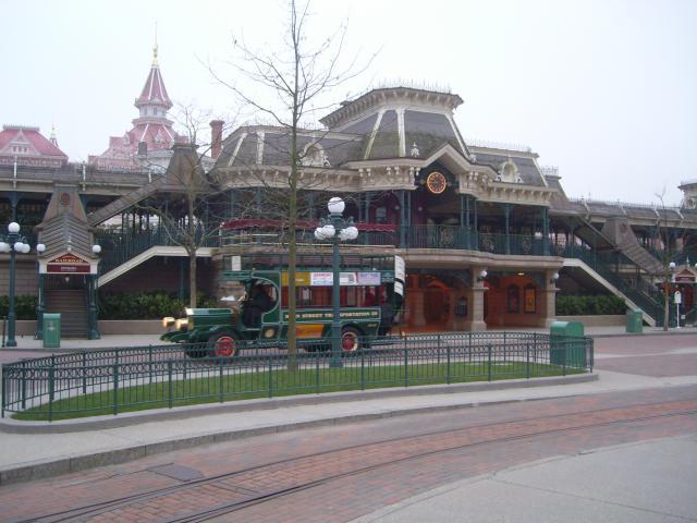 [Disneyland Paris] Premier séjour au DLH (31 janv.-2 fév. 2011) + un anniversaire inoubliable ! - Page 4 791655178