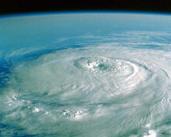 Phénomènes climatiques extrêmes 794497cyclone_satelite