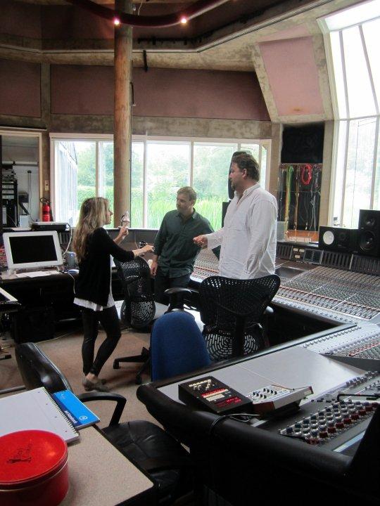 Gary au studio Real World rejoignant le projet lotus 06.10 81055931374_404050255687_335122935687_4281649_4691379_n