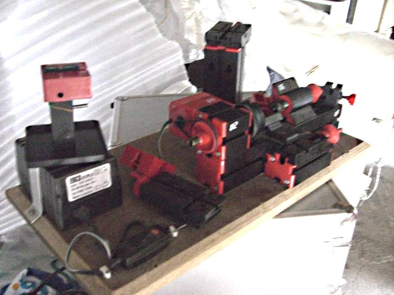 Comment usiner des mats pour les rendre coniques ou tourner des pièces en bois ou en métal 830505emco_unimat_U2___b
