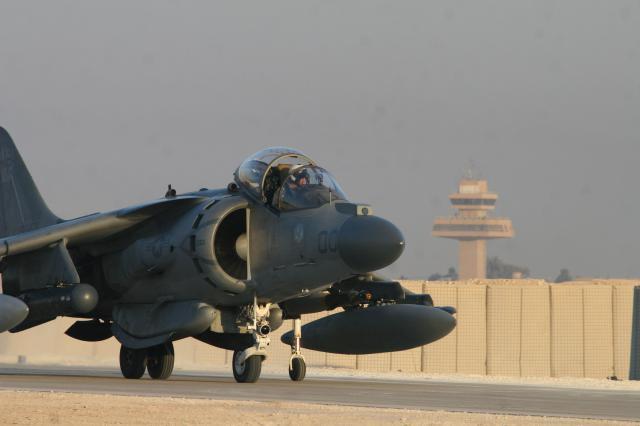 BRITISH AEROSPACE HARRIER ET SEA HARRIER 838006AV_8B_Harrier_II__Irak_VMA_223