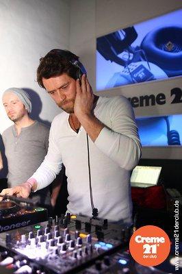 Howard DJing au creme 21 en Allemagne 19-02-2011 842013105vi
