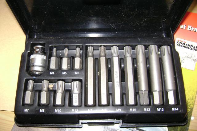 1.8L tourne sur 3 cylindres, pisse l'huile, fume bleu 860515embout