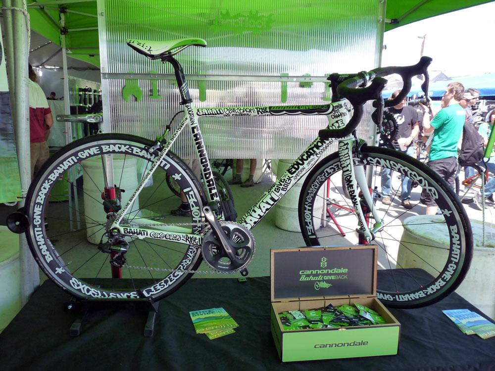 Les vélos (toutes marques) 87176cannondale_bahati_giveback_custom_bike