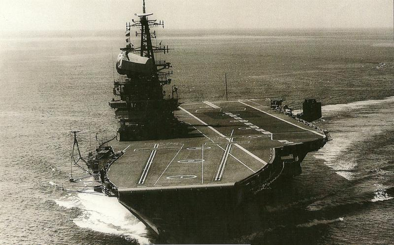 ROYAL NAVY PORTE-AVIONS CLASSE CENTAUR 878783HMS_Hermes_grande_photo