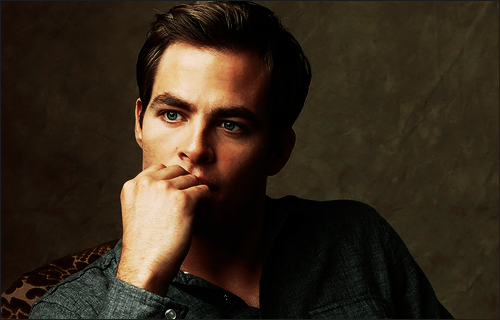 ► Chris Pine • The two of my life  890864pine_sign_6