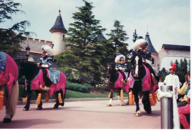 Anciens spectacles et parades de Disneyland Paris - Page 4 894194Jun29_08