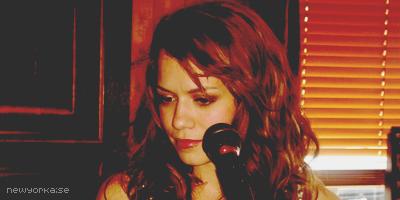 Rosie ♣ « La courbe de tes yeux fait le tour de mon coeur » 898709Bethany_6