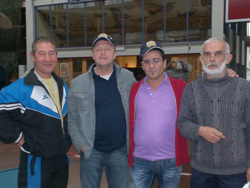 Photos des membres en visite au MRA 932645visite_du_musee_002