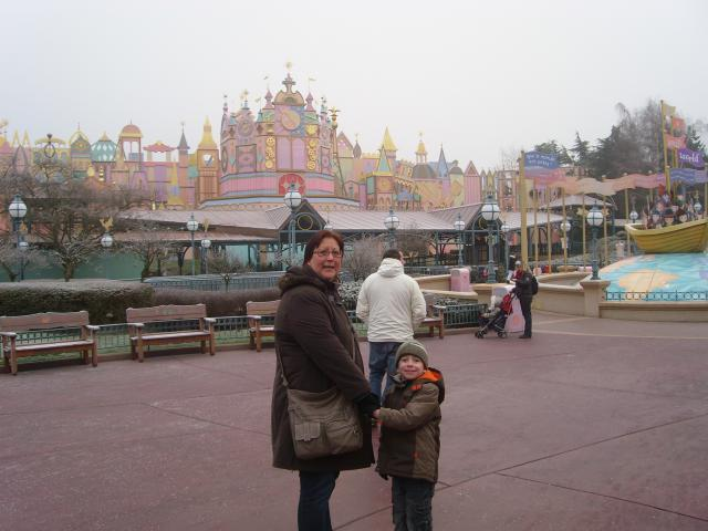 [Disneyland Paris] Premier séjour au DLH (31 janv.-2 fév. 2011) + un anniversaire inoubliable ! - Page 2 93447029