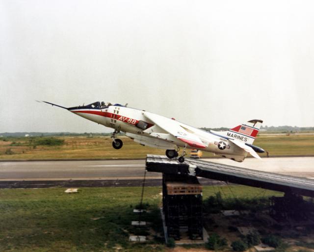 BRITISH AEROSPACE HARRIER ET SEA HARRIER 943999YAV_8B_Harrier_testing_a_ski_jump