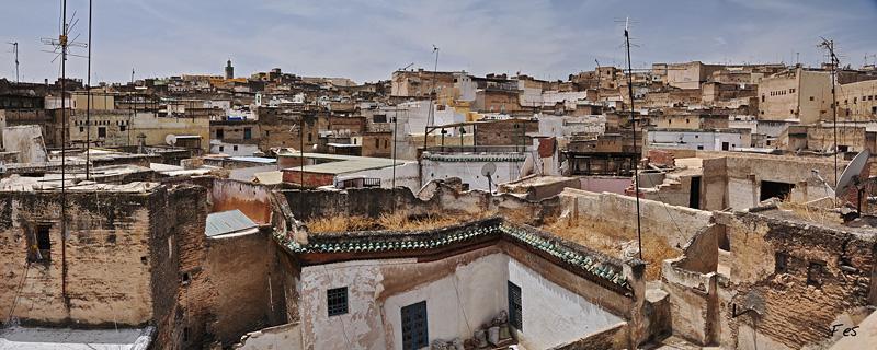 [Maroc] Fes, les toits et les rues 94492DSC_0149pano800