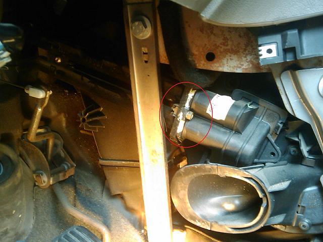 Picasso 1 8l 16v an 00 liquide aux pieds depose radiateur chauffage r solu - Comment demonter un radiateur ...