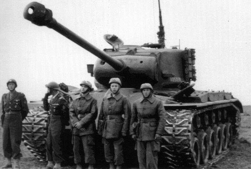 Équipage Français devant un M26 Pershing en 1945 993722m26_austerlitz_2_206rca_20photo_20dore