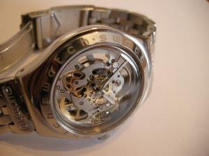 choix d'une montre open (mécanisme apparent) Mini_227395body_and_soul___swatch_2