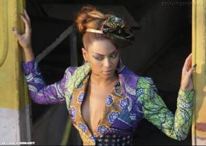 Put it in a love song - Alicia Keys & Beyonce Mini_808472024