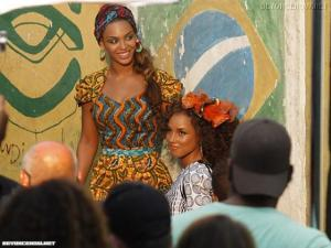 Put it in a love song - Alicia Keys & Beyonce Mini_86487023