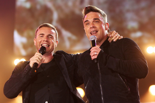Robbie et Gary au concert Heroes 12-09/2010 114815Gary_Barlow_Heroes_Concert_Show_MFIMXhF3Rb2l