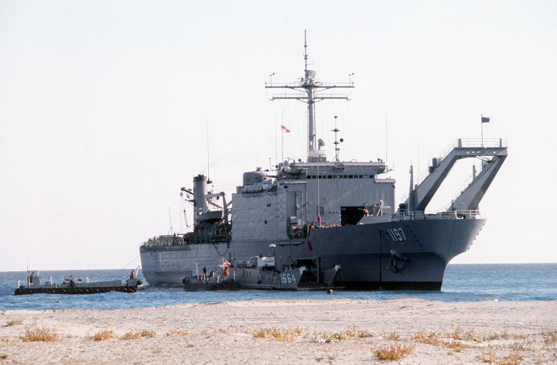 LANDING SHIP TANK (LST) CLASSE NEWPORT  120805USSBarnstableCountyLST1197