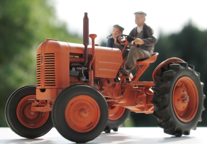 Tracteur CASE VAI 1943 version civile - Thunder Model 1/35 121051IMG0104