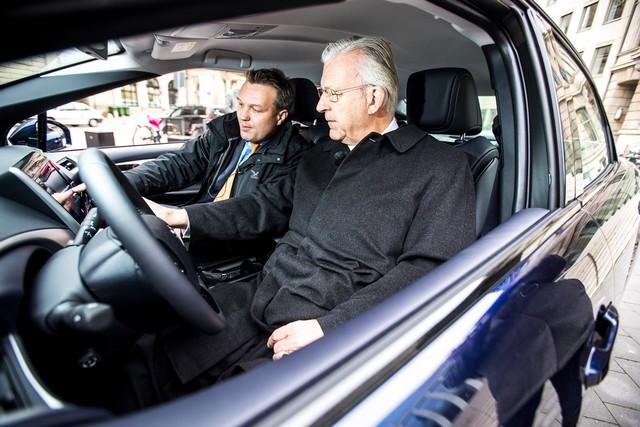 Le premier client allemand de Mirai vient de recevoir sa voiture à Hambourg 121269HA2476