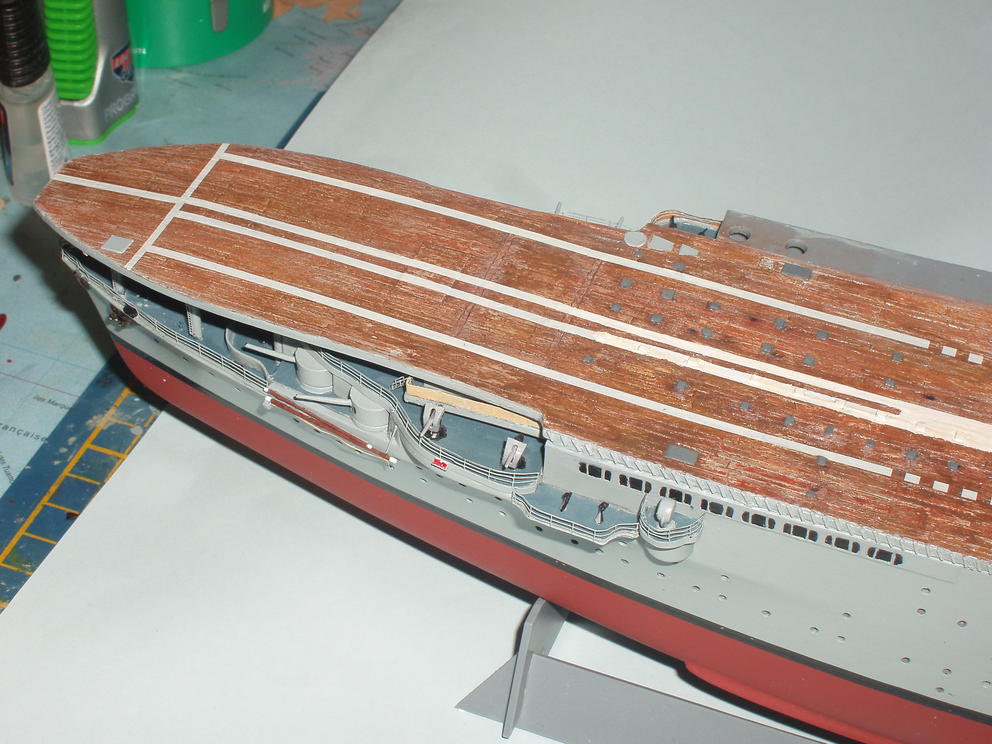 Le porte avions BEARN de l' ARSENAL 123620dio005