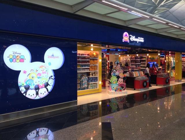 The Magic of Hong Kong Disneyland Store at Hong Kong International Airport (ouverture le 24 juin 2014) 128188w36