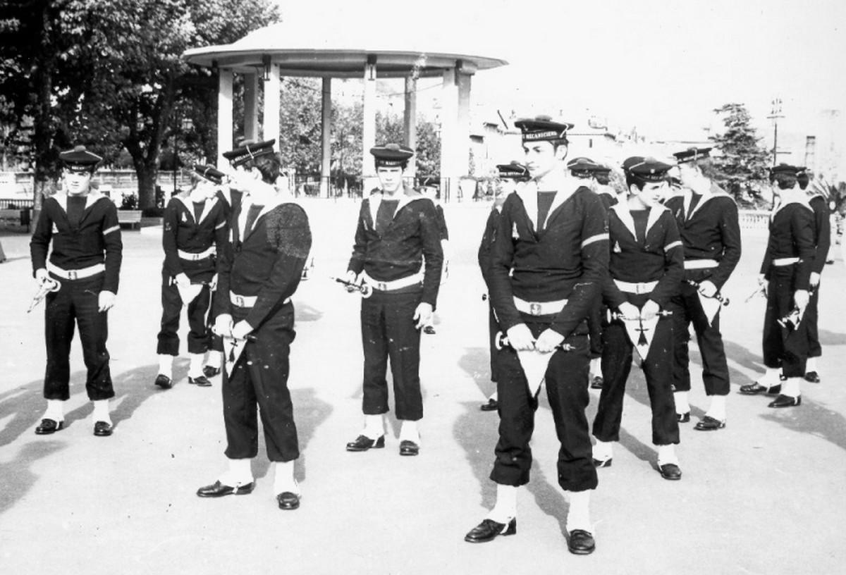 [Musique dans la Marine] Bagad St-Mandrier - Page 3 129460bagad10