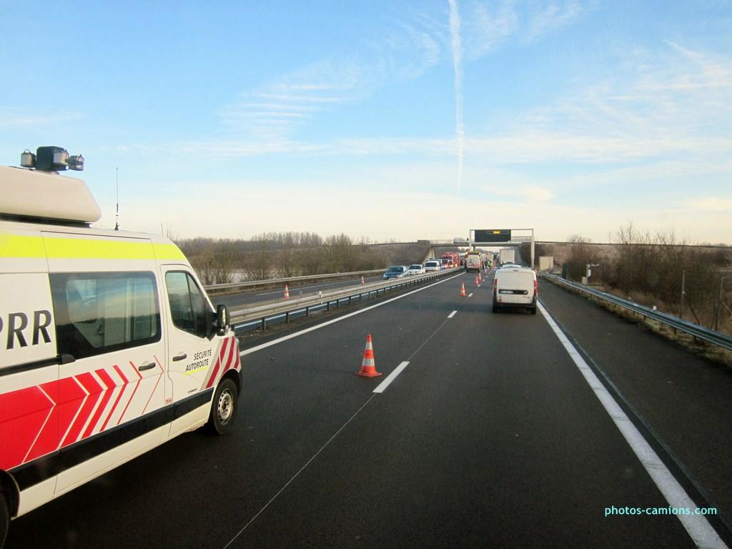 Accident sur l'A31 vers Dijon 130116photoscamions25I201378Copier