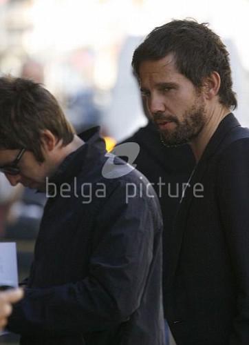 Jason et Noel Gallagher à Londres 25.09.2009 13068215546662_vi