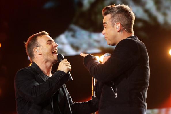 Robbie et Gary au concert Heroes 12-09/2010 131413Gary_Barlow_Heroes_Concert_Show_nBs93ltx_O9l