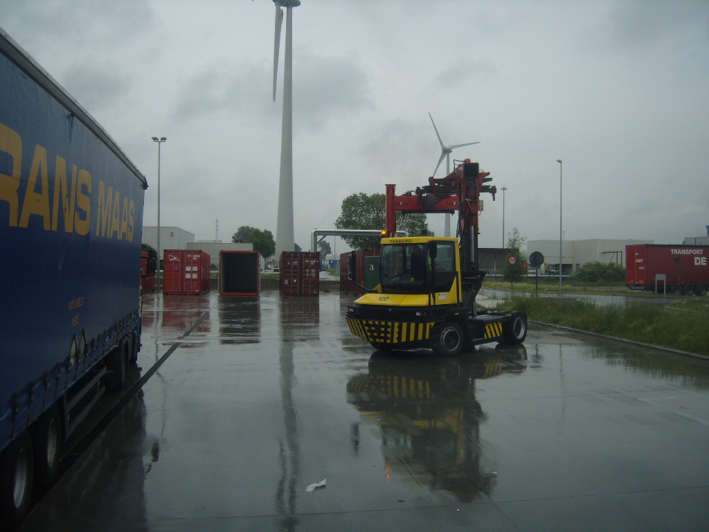 Les camions de manutention Terberg et Mol. 132145A2612VI083