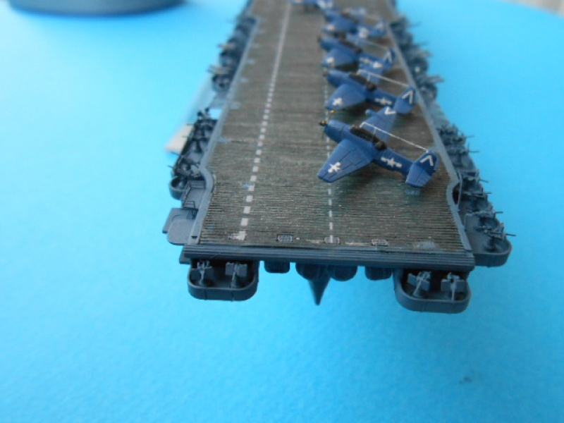 Le Saratoga 1/700 Tamiya pont en bois + PE 133430Sarafini008