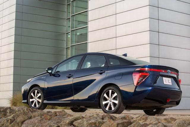 """Toyota se projette dans le futur avec la berline à pile à combustible 'Mirai'"""" 1498642016ToyotaFuelCellVehicle033"""
