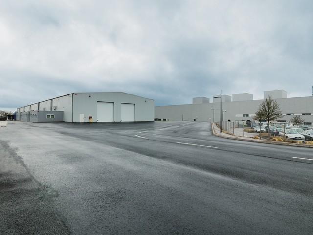 Inauguration de l'usine Bluetram, par le Groupe Bolloré, à Quimper 157448BTHS150106806BATIMENTLQFA