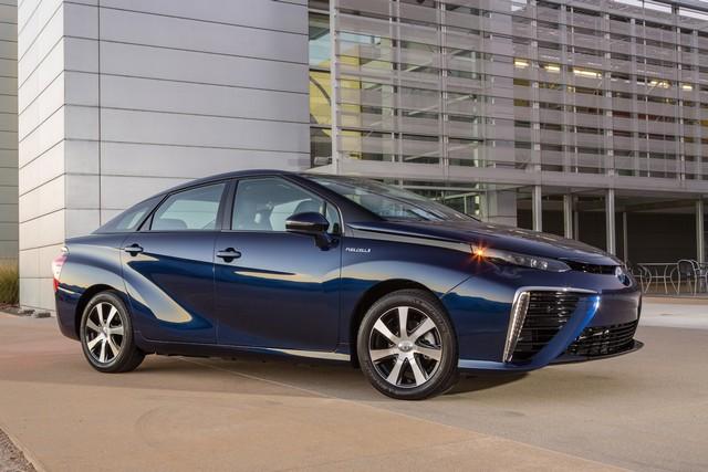 """Toyota se projette dans le futur avec la berline à pile à combustible 'Mirai'"""" 1603442016ToyotaFuelCellVehicle021"""