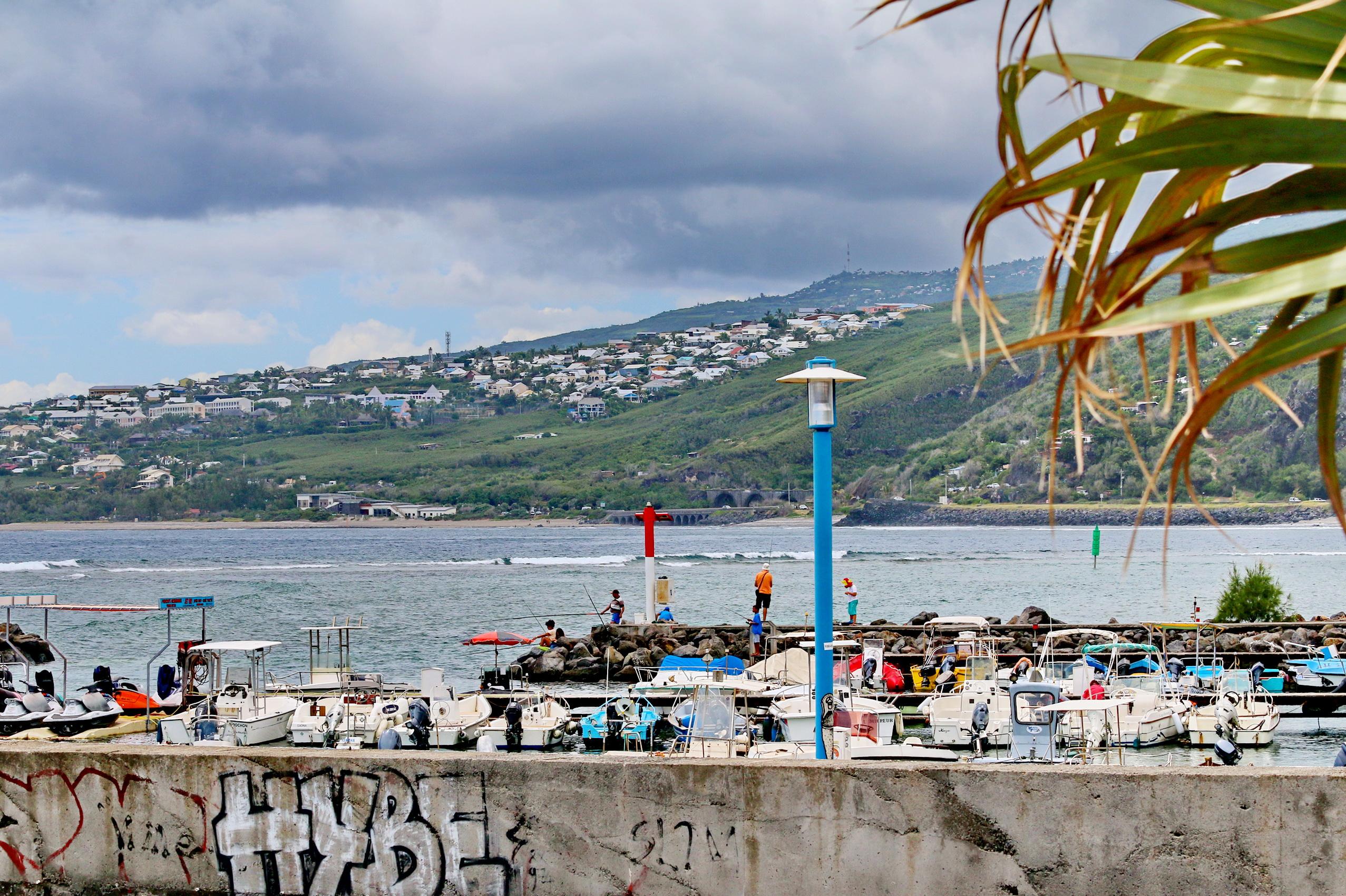[Vie des ports] Les ports de la Réunion - Page 3 163503stpierrestleu70d096