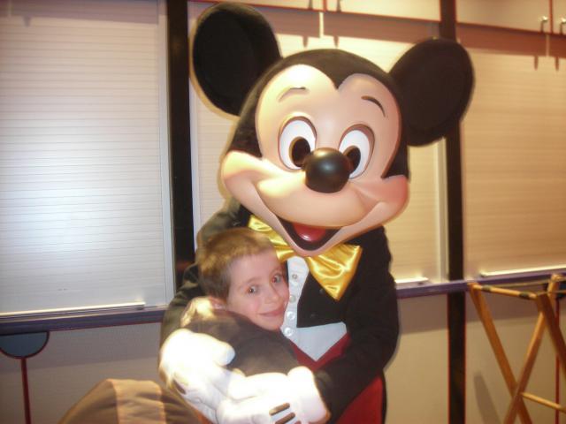[Disneyland Paris] Premier séjour au DLH (31 janv.-2 fév. 2011) + un anniversaire inoubliable ! - Page 4 165161142