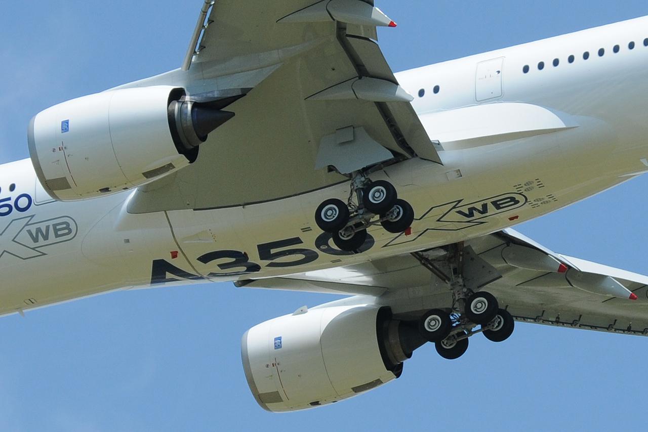 [14/06/2013] Aéroport Toulouse-Blagnac (LFBO): 1er Vol de l'Airbus A350 XWB !!! 176503DSC7576