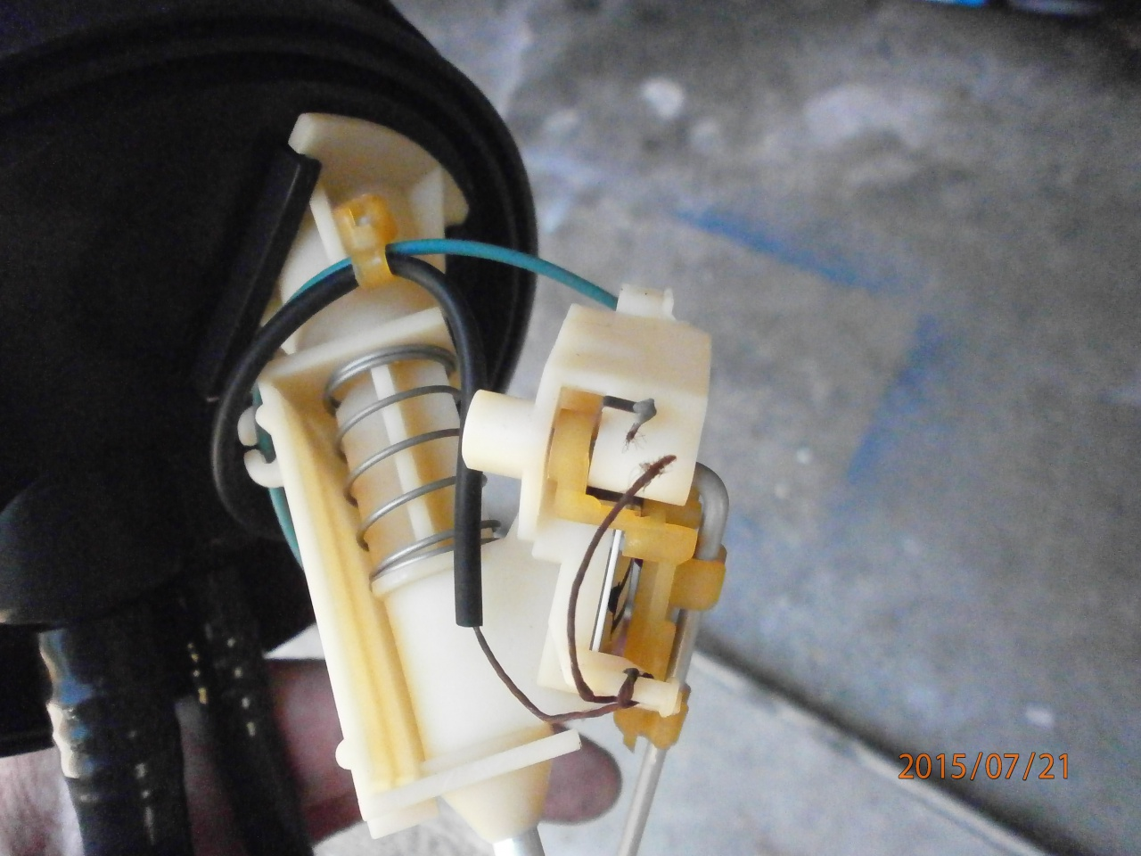 panne d'arrivée d'essence [résolu]  chauffe moteur la cata 177921P7210071