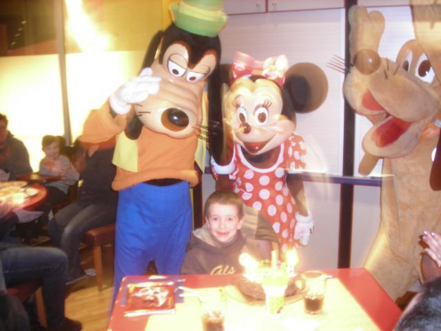 [Disneyland Paris] Premier séjour au DLH (31 janv.-2 fév. 2011) + un anniversaire inoubliable ! - Page 4 180151148