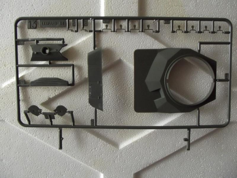 Char LEOPARD A4 - (Réf. 823) 1/35 180640HellerLopardA4823021